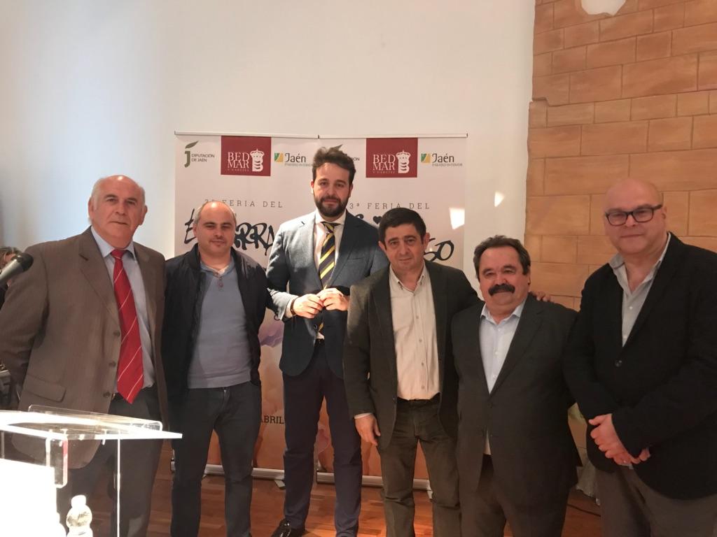 El presidente de la Diputación junto al alcalde de Bedmar y el delegado de agricultura